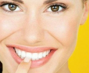 Lady-smiling-white-teeth